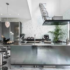 イノ・メタルスモーク: トーヨーキッチンスタイルが手掛けたシステムキッチンです。,モダン 鉄/鋼