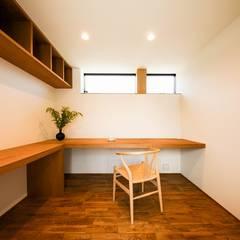 園の家 オリジナルデザインの 書斎 の STaD(株式会社鈴木貴博建築設計事務所) オリジナル