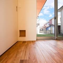 一輪車の家: STaD(株式会社鈴木貴博建築設計事務所)が手掛けたドアです。,オリジナル