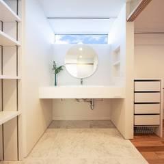 秘蔵の家: STaD(株式会社鈴木貴博建築設計事務所)が手掛けた浴室です。