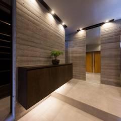 Corridor, hallway by STaD(株式会社鈴木貴博建築設計事務所),