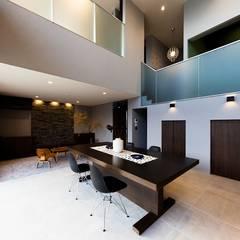 囲の家: STaD(株式会社鈴木貴博建築設計事務所)が手掛けたダイニングです。,オリジナル