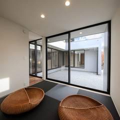 音箱の家: STaD(株式会社鈴木貴博建築設計事務所)が手掛けた和室です。,