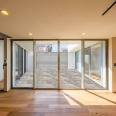 جدران تنفيذ STaD(株式会社鈴木貴博建築設計事務所), إنتقائي