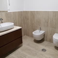 Fiscalização e Gestão de Obra: Casas de banho  por AREADOBRAS®,