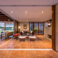 Casa MEC: Salas / recibidores de estilo  por Francisco Dulanto Arquitecto