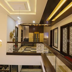 khanuja jee:  Corridor & hallway by VERTICAL HEIGHTS , NAVEN WADHWANI & ASSO.,