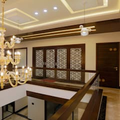 Classic style corridor, hallway and stairs by VERTICAL HEIGHTS , NAVEN WADHWANI & ASSO. Classic