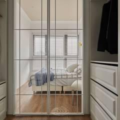Dressing room by 層層室內裝修設計有限公司,