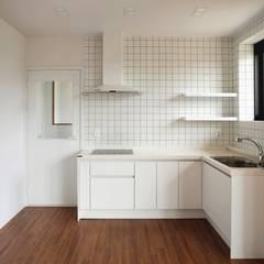 호캉스가 안부러운 전원주택 : 주식회사 큰깃의  주방,