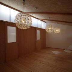 Habitaciones para adolescentes de estilo  por 株式会社高野設計工房