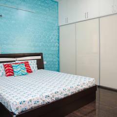 Dormitorios pequeños de estilo  por HomeLane.com