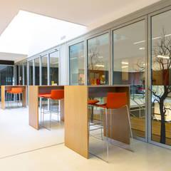 Lerarenkamer basisschool:  Scholen door Studio Lime