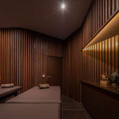 Clínica de Fisioterapia Mar Saúde: Spas  por HAS - Hinterland Architecture Studio,Moderno