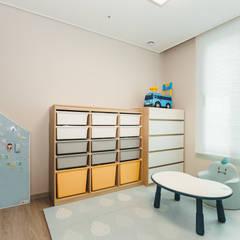 Nursery/kid's room by 아뜰리엔느 홈스타일링, Minimalist