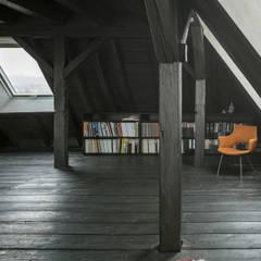Gimnasios  de estilo  por AMUNT Architekten in Stuttgart und Aachen,
