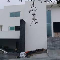 Construcción Residencial: Villas de estilo  por R+U Arquitectos, Moderno Concreto
