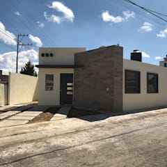 منازل صغيرة تنفيذ Perea Bienes Raíces, تبسيطي