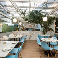 Epice Bosques: Restaurantes de estilo  por PASQUINEL Studio