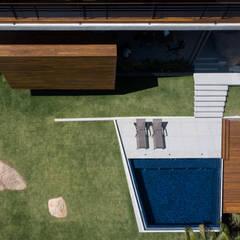 Piscinas de jardín de estilo  por Alejandro Ortiz Arquitecto, Moderno Azulejos