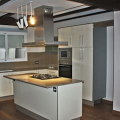 Built-in kitchens by Gestionarq, Coop. V.