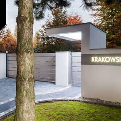 Timeless Beauty. Nowoczesne ogrodzenie aluminiowe: styl , w kategorii Podwórko zaprojektowany przez Xcel
