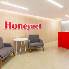 Honeywell: Pasillos y vestíbulos de estilo  por Diego Rojas Fotografía,