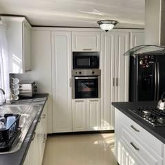 Built-in kitchens by La Central Cocinas Integrales S.A de C.V, Eclectic