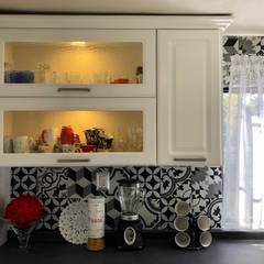 COCINA EN EL MIRADOR, URUAPAN, MICHOACAN: Cocinas equipadas de estilo  por La Central Cocinas Integrales S.A de C.V