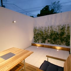 Balcón de estilo  por SO建築設計, Moderno Azulejos
