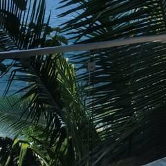 Barandales casa habitacion en playa: Balcón de estilo  por De Todo En Aluminio