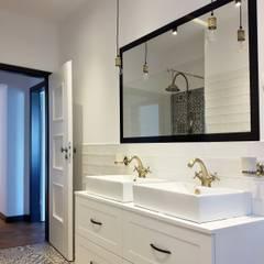 Projekt apartamentów Villa Romańskiego - Kasztelańska 8 - Gdynia: styl , w kategorii Łazienka zaprojektowany przez Martyna Szulist