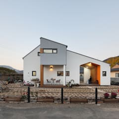 منزل خشبي تنفيذ 주택설계전문 디자인그룹 홈스타일토토, حداثي خشب متين Multicolored