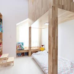 Girls Bedroom by 주택설계전문 디자인그룹 홈스타일토토, Modern Wood Wood effect