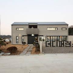 Casas de madera de estilo  por 주택설계전문 디자인그룹 홈스타일토토,