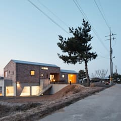 Bungalows by (주)건축사사무소 더함 / ThEPLus Architects, Country