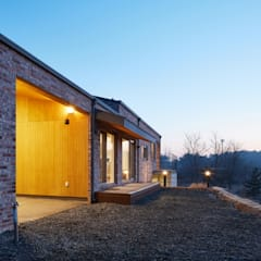 Wooden houses by (주)건축사사무소 더함 / ThEPLus Architects,
