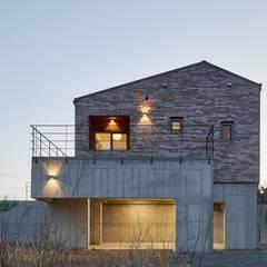태안 신두리 해안 단독주택 '서리재': (주)건축사사무소 더함 / ThEPLus Architects의  주택,컨트리