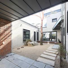 Zen garden by 주택설계전문 디자인그룹 홈스타일토토,