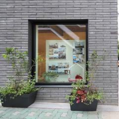마포구 대흥동 상가주택 홈스타일토토: 주택설계전문 디자인그룹 홈스타일토토의  서재 & 사무실,모던 벽돌