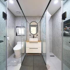 인천 계양구 단독주택, 동암재(洞巖齋): 주택설계전문 디자인그룹 홈스타일토토의  욕실,모던 타일