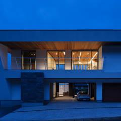 N12-house「回遊テラスのあるガレージハウス」: Architect Show co.,Ltdが手掛けた別荘です。