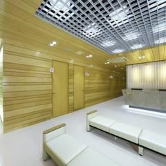 Moderne Krankenhäuser von 내츄럴디자인컴퍼니 Modern