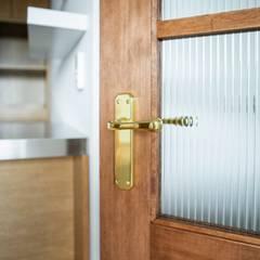 Front doors by 주식회사 큰깃, Scandinavian