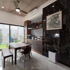 WU House‧鳥松透天:  餐廳 by 元作空間設計