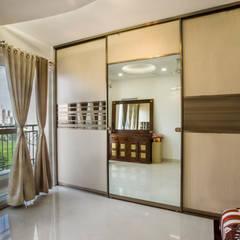 Spectra Palm Woods, Bengaluru:  Small bedroom by HomeLane.com,Modern
