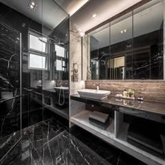 The Equatorial:  Bathroom by Summerhaus D'zign
