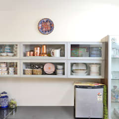 Petites cuisines de style  par HomeLane.com,