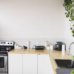 Cocinas pequeñas de estilo  por LRF