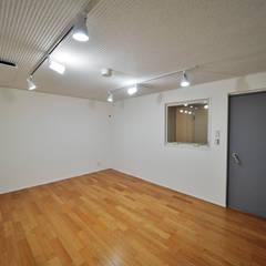 濃藍の家: ユウ建築設計室が手掛けた書斎です。